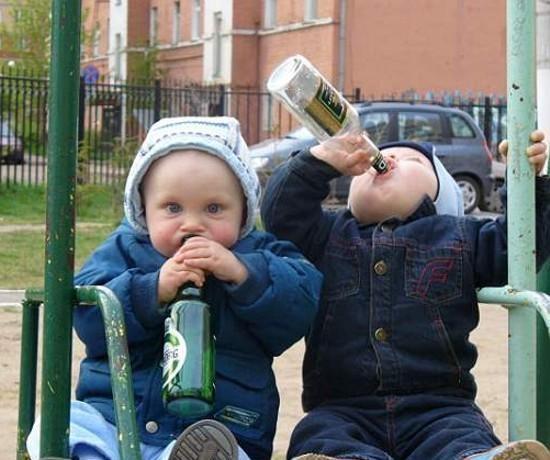 bebe-saoul-ivre-alcool Lille : à 5 mois Jordan boit déjà 4 litres de bière par jour - L'alcoolisme des nourrissons de + en + préoccupant