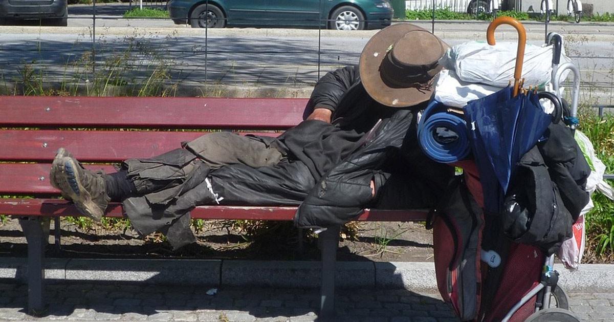 En situation de grande précarité et sans économie, François Fillon demande l'accès à l'aide sociale