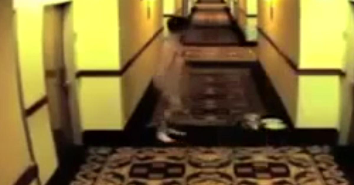 francois-hollande-nu-3 Wikileaks dévoile des photos de François Hollande coincé tout nu dans un hôtel en Russie (Vidéo)