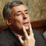 """Henri-Guaino-vomi-emetophilie-vomir-150x150 Vol à 350.000 euros :  Edouard Philippe déçu d'avoir mangé """"pas mal de pâtes"""" pendant le trajet"""