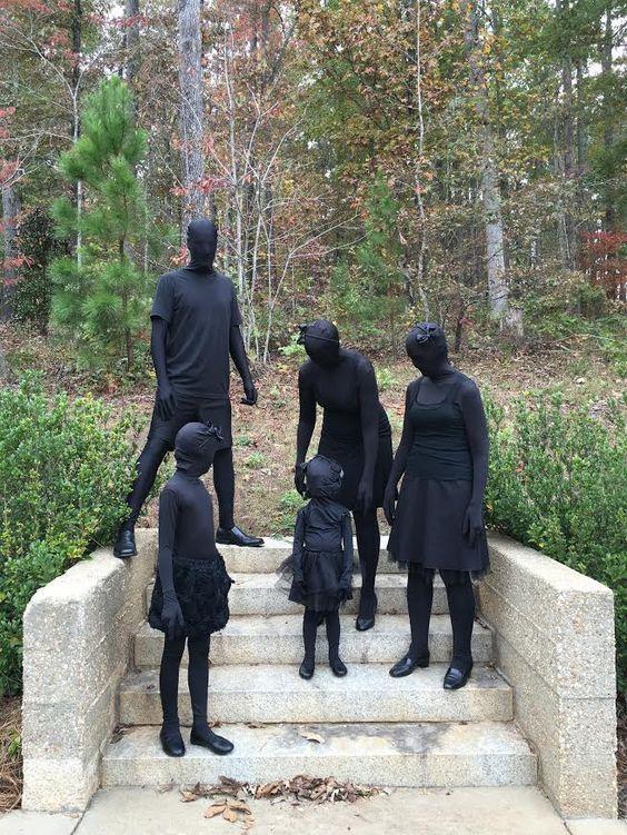 b85323c01eaa465fc8d683876b7acc43 USA : Pour stopper le racisme, cette ville interdit la moindre couleur des pieds à la tête