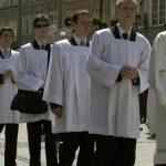 """enfants-de-choeur-adulte-vatican-pedohilie-150x150 Age minimum de consentement sexuel: 7 ans et demi est """"envisageable"""", d'après le Vatican"""