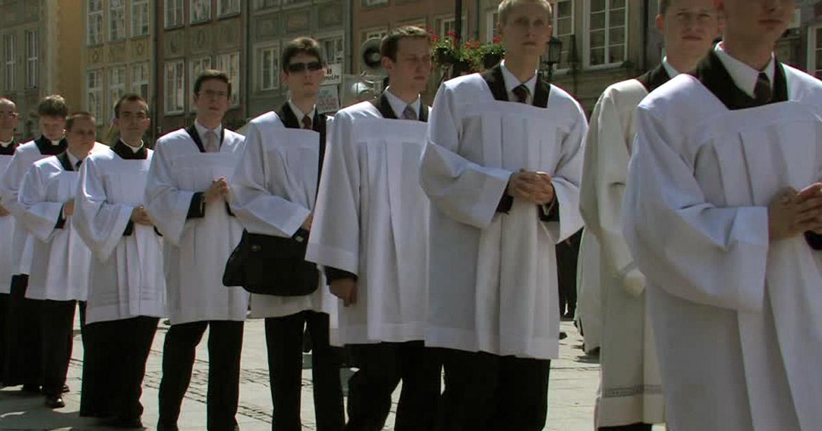 Décret du Vatican : les enfants de chœur devront dorénavant être majeurs