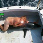 trump-donald-chasse-requin-naked-nude-nu-a-poil-secretnews-150x150 USA : Pour stopper le racisme, cette ville interdit la moindre couleur des pieds à la tête