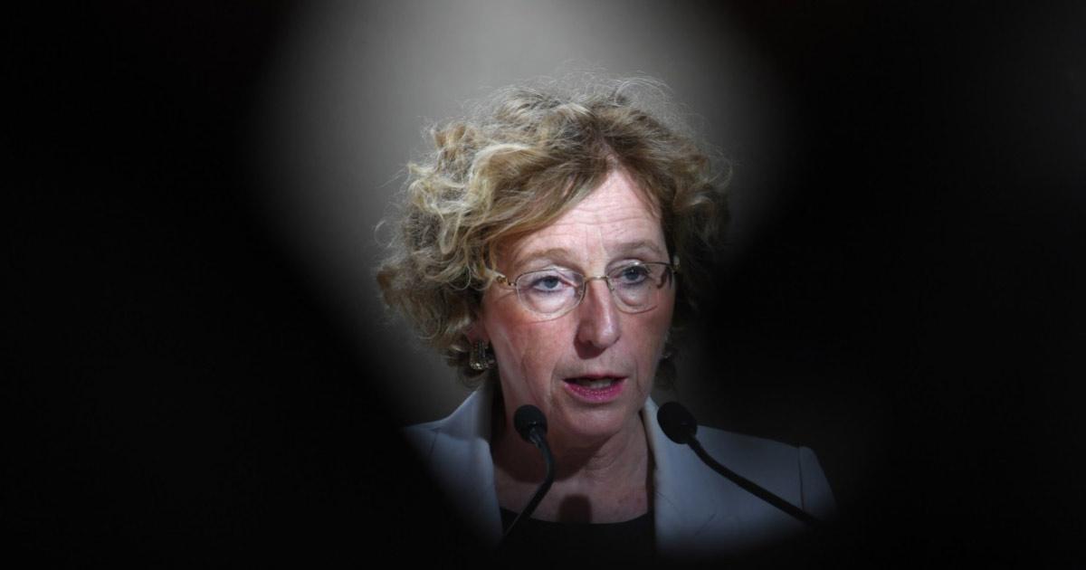 """""""Je ne payerai rien, tant pis si la France voit mes nichons"""" - Muriel Pénicaud victime d'un odieux chantage à la sextape"""