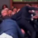 bagarre-assemblee-nationale-manuel-valls-jean-luc-melenchon-150x150 En hypoglycémie, Mélenchon déballe son pique-nique en pleine séance à l'Assemblée