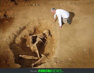 geant-nephilim-giant-photoshop-fake-hoax-14 Les géants et les nephilims ont existé  ! Ces photos du FBI déclassifiées par erreur le prouvent