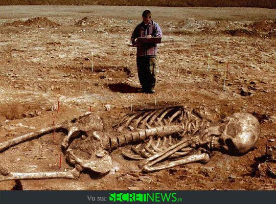 geant-nephilim-giant-photoshop-fake-hoax-5 Les géants et les nephilims ont existé  ! Ces photos du FBI déclassifiées par erreur le prouvent