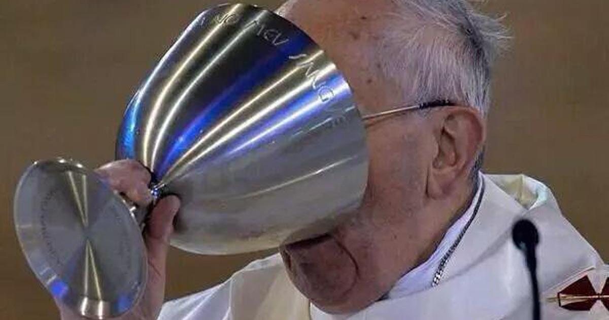"""Congrès des prêtres alcooliques : """"courir derrière les enfants de chœur, ça donne soif"""""""