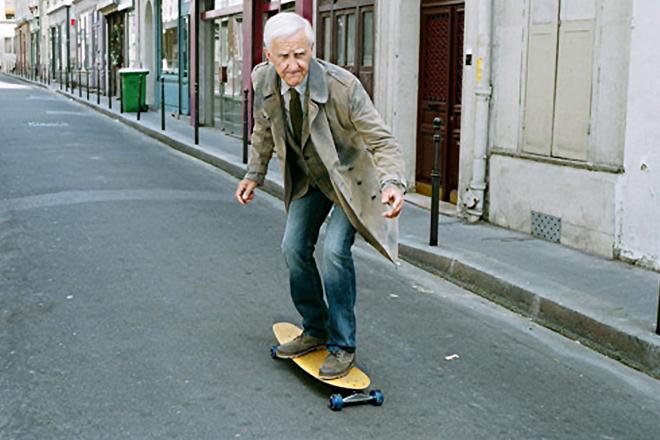 senior-skateboard-old-people Seniors : la pratique intensive du skateboard améliore la mobilité à long terme