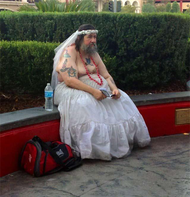 00-homme-robe-mariee Le compagnon de Tariq Ramadan demande la libération de l'islamologue pour pouvoir l'épouser