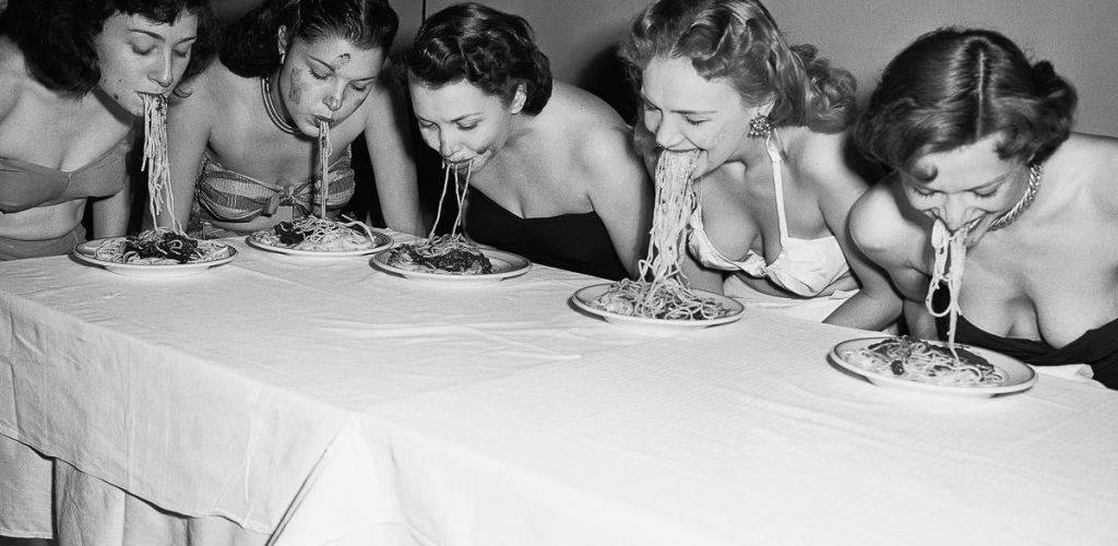 Avant l'invention des premiers couverts en 1954