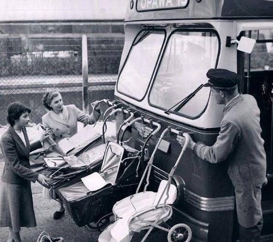 A l'époque il n'était pas rare d'utiliser les poussettes et les bébés comme pare-chocs sur les tramways ... Les gens faisaient + d'enfants, c'était moins grave s'ils en perdaient un ou deux lors d'un accident. On était moins regardant.