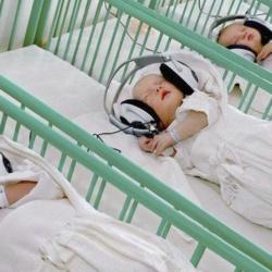 """""""Ils obligent des bébés à écouter Jul et Maître Gims"""" - Suspicion de torture à l'arme musicale en Syrie"""