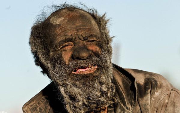 homme-sale-5 Il ne s'est pas lavé depuis 1972 : rencontre avec le Zadiste le plus sale de Notre-Dame-Des-Landes