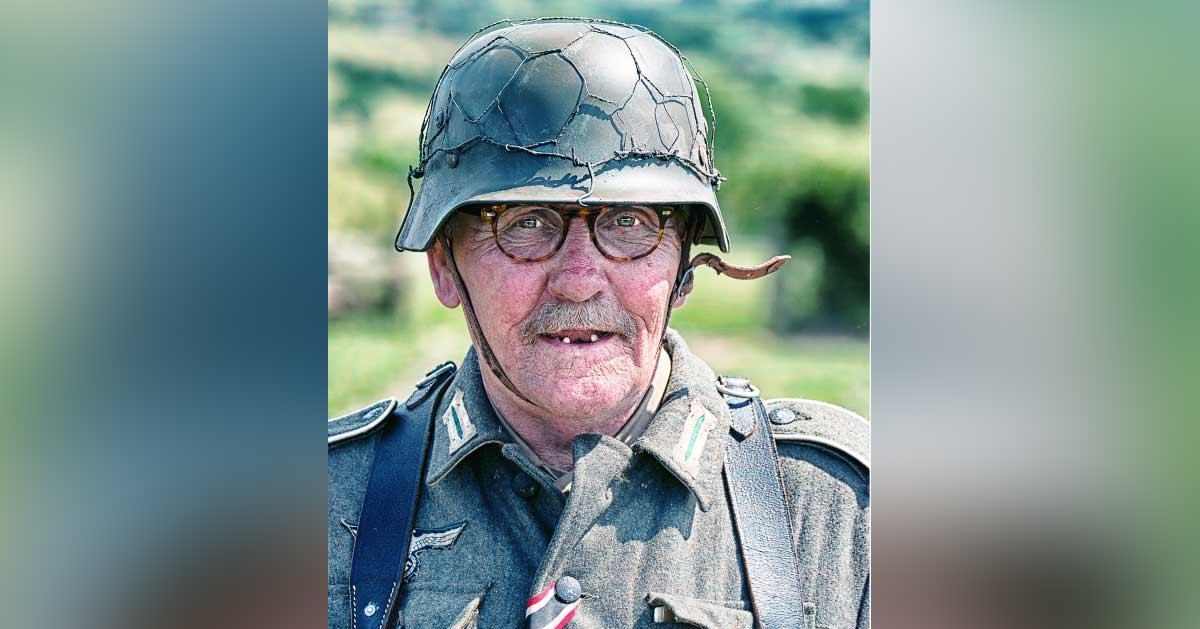 vieux-soldat-allemand-guerre-finie-secretnews Matériel de pointe, soldats reposés : l'armée française au sommet de sa forme