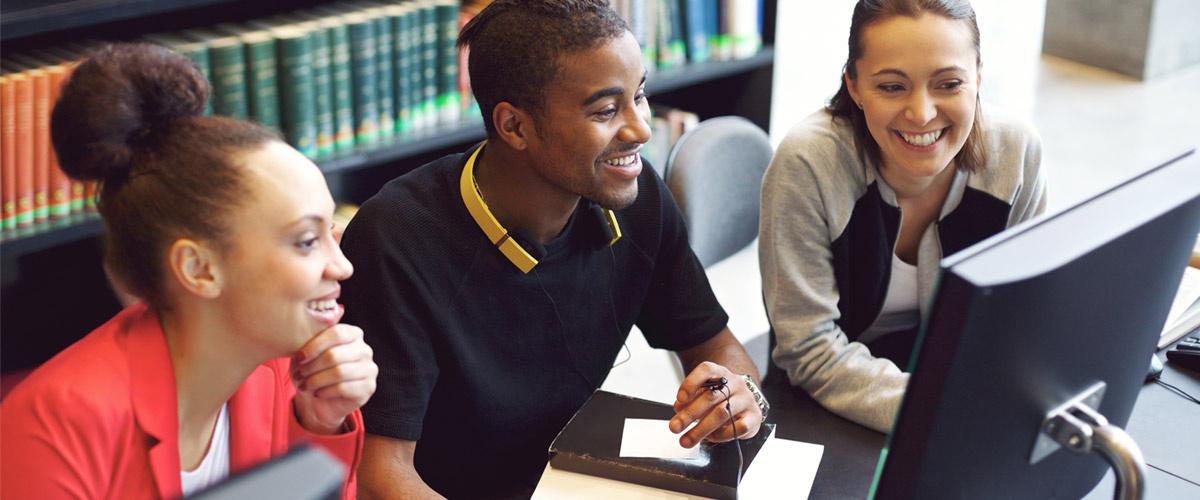 Un sans-papier aide des étudiants à réviser, il est reçu à l'Élysée et nommé recteur de l'académie Auvergne-Rhône Alpes