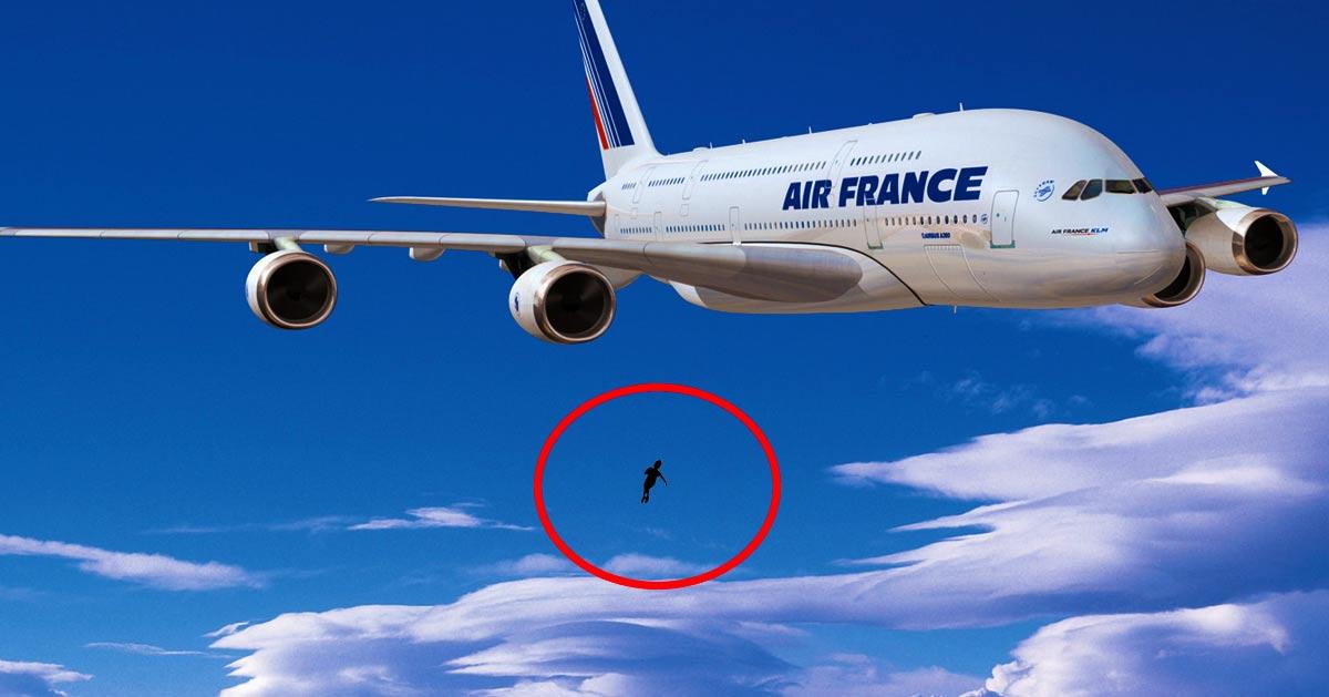 L Enfant Suspendu Dans Le Vide Serait Finalement Tombe D Un Avion En Vol Avant De S Accrocher Au Balcon