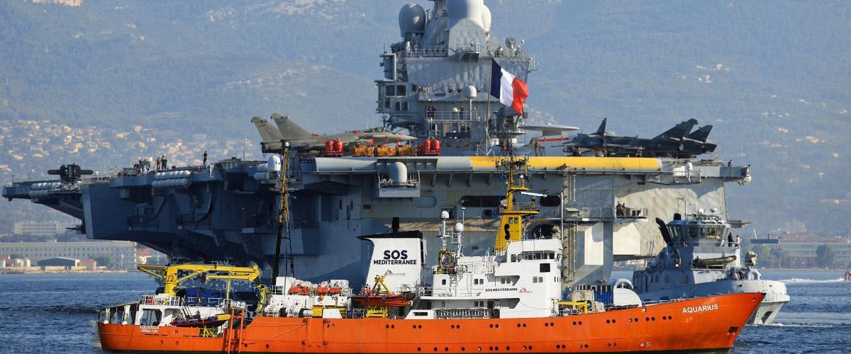 Le porte-avions Charles de Gaulle va escorter l'Aquarius jusqu'en France avec 2.689 migrants supplémentaires à bord