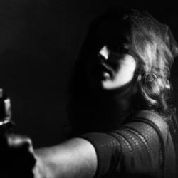 """Les députés votent la """"loi Jacqueline Sauvage"""" autorisant les femmes battues à assassiner leurs maris violents"""