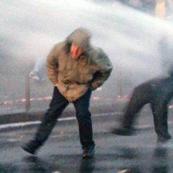 ACTE 6 : du lait Lactalis pour remplacer le liquide des canons à eau contre les Gilets Jaunes