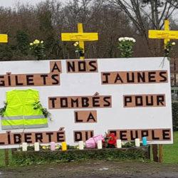 Inauguration d'un carré Gilets Jaunes au cimetière du Père-Lachaise