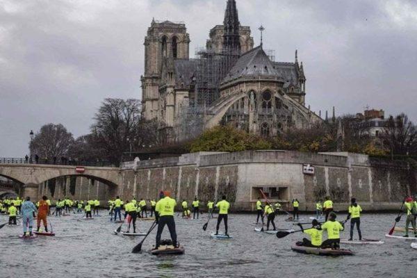 Acte 5 : les Gilets Jaunes contournent les blindés en passant par la Seine, les CRS sont débordés