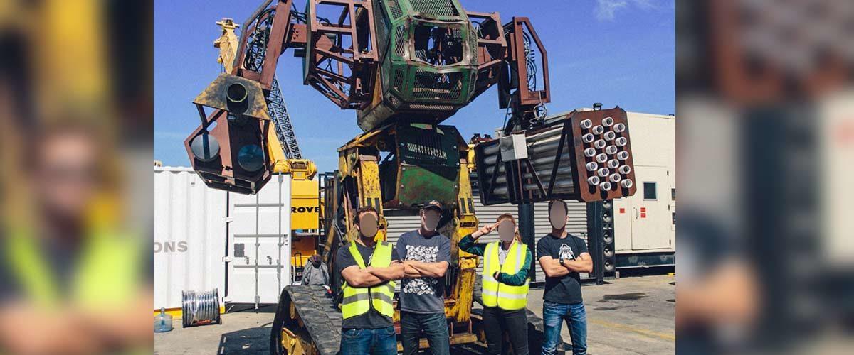 Des Gilets Jaunes ont construit un mégarobot de combat pour lutter contre les blindés et les CRS
