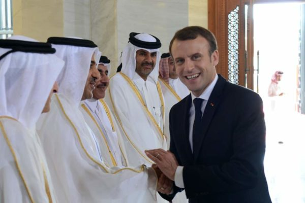 «L'essence sera moins cher et moi j'aurai la paix» – Macron veut vendre la France au Qatar avant de démissionner