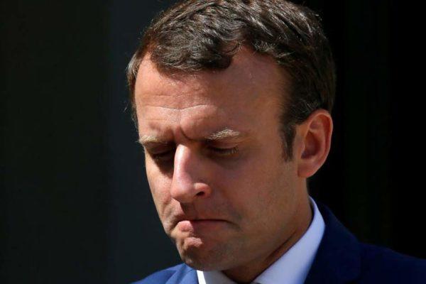 Emmanuel Macron suspendu de ses fonctions pendant six mois, le temps de trouver une solution