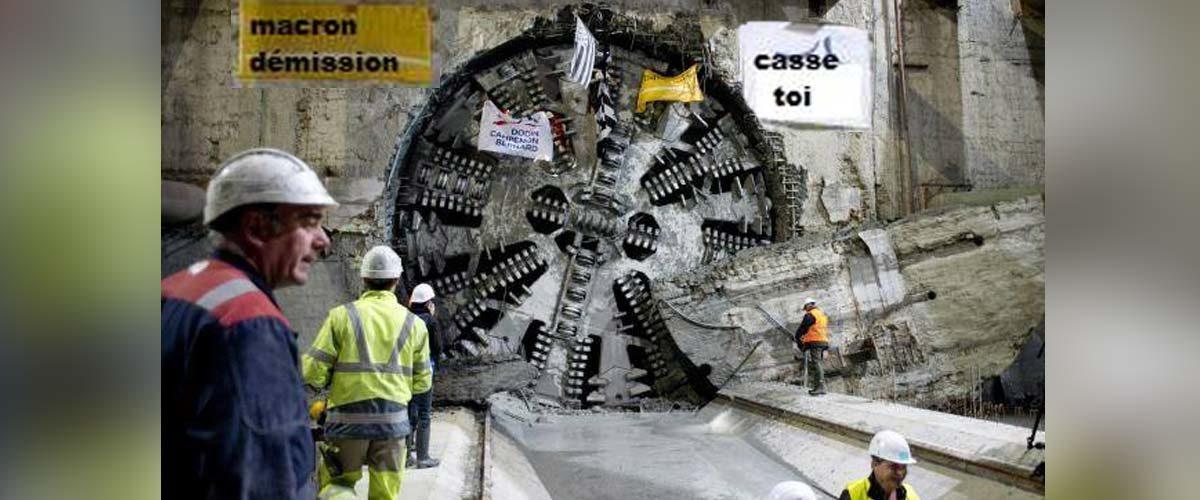 Des Gilets Jaunes ont loué un tunnelier géant pour atteindre l'Élysée