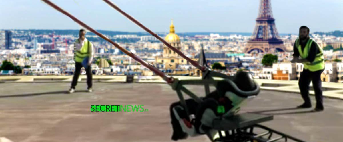 Une catapulte géante envoie les Gilets Jaunes à l'Élysée depuis un toit parisien