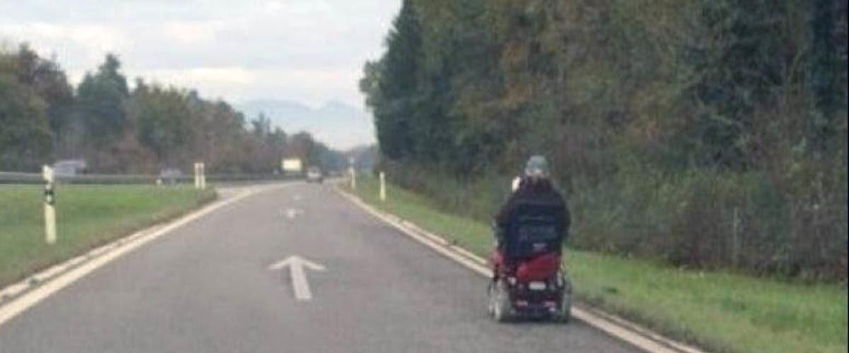 Un handicapé sous cocaïne filmé en fauteuil roulant à 155km/h sur l'autoroute (vidéo)