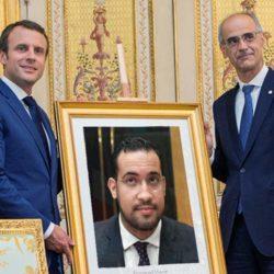 Inauguration du portrait d'Alexandre Benalla dans le bureau d'Emmanuel Macron