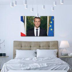 Le portrait d'Emmanuel Macron devient obligatoire dans chaque chambre