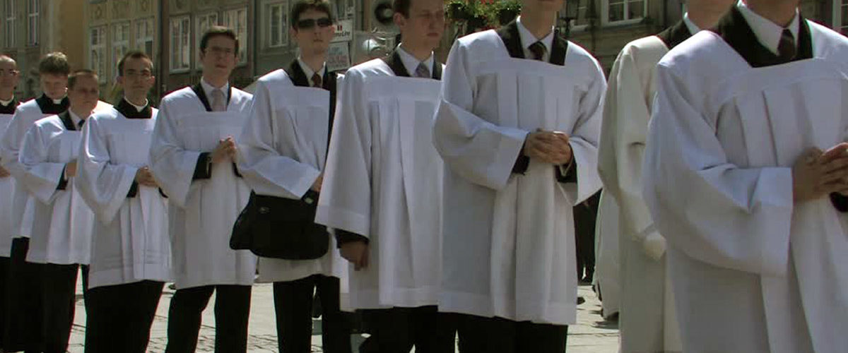 Décret du Vatican : les enfants de chœur devront désormais être majeurs