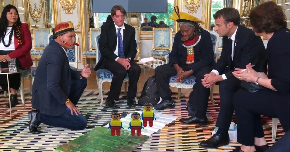Macron négocie la déportation des Gilets Jaunes en Amazonie avec le chef indigène Roani